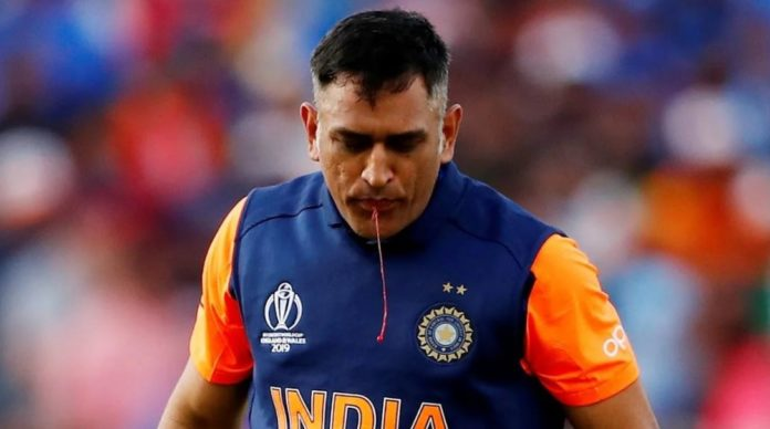 MS Dhoni Played Match With Whooshing Blooded Thumb - Fans Praised Him For His Dedication And Commitment