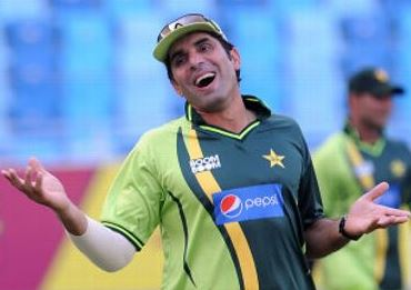 Misbah-ul-Haq Gives A Funny Reply To the Journalists For A