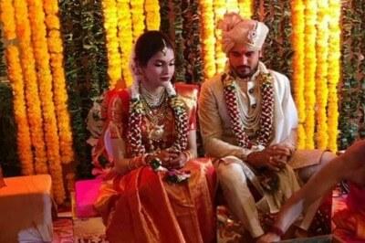 Kohli Congratulates Manish Pandey After His Marriage